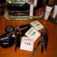 Mejk med PuroBio Cosmetics