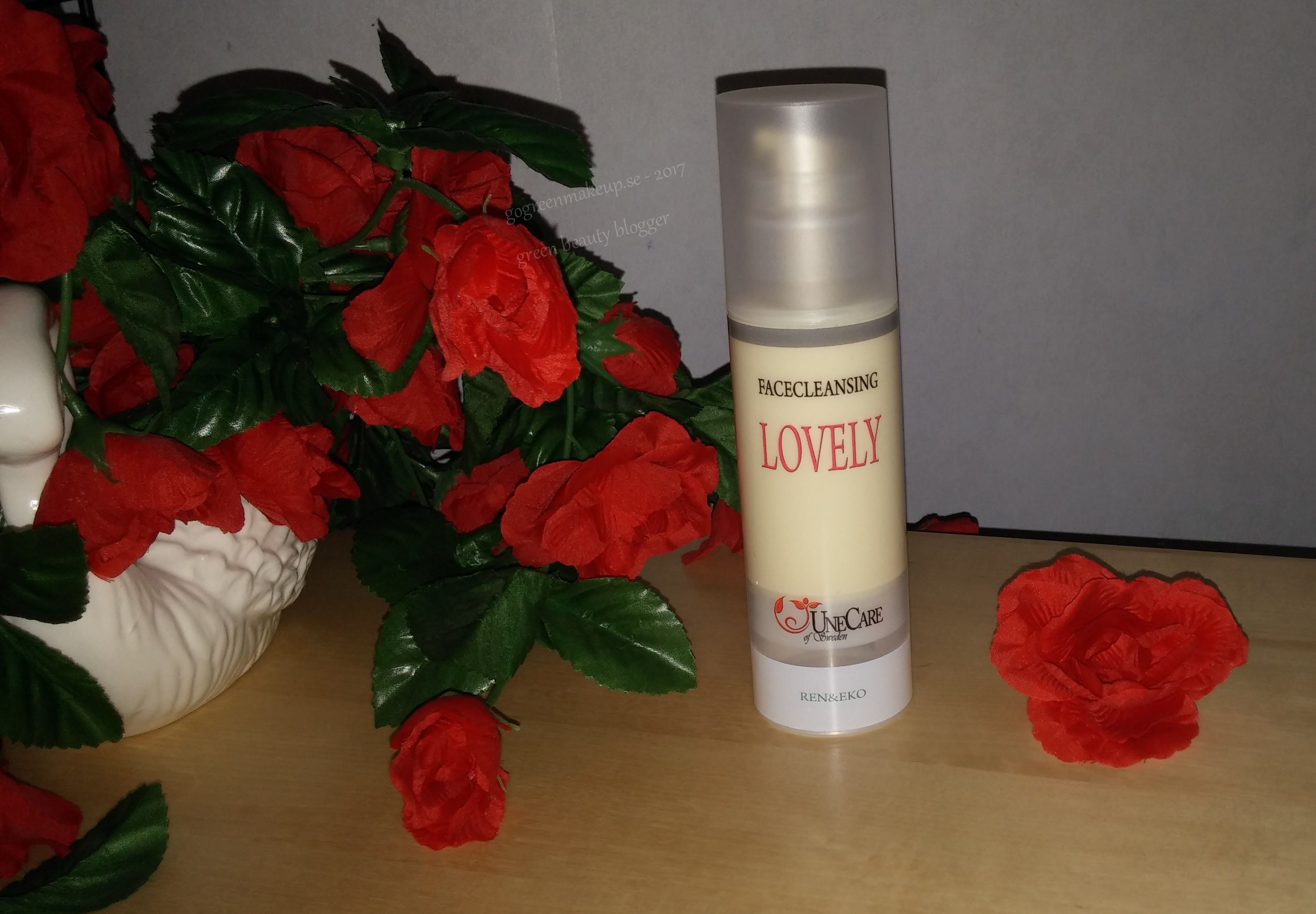 UneCare Face Cleansing Lovely