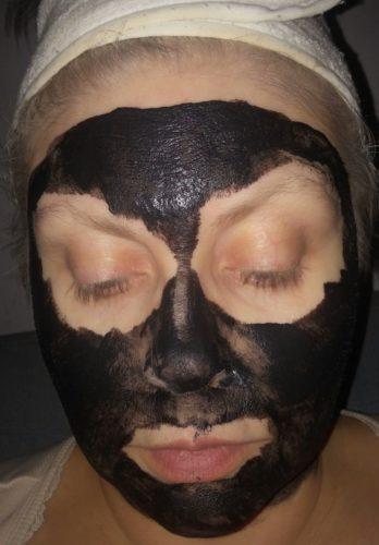 ansiktsmask med aktivt kol